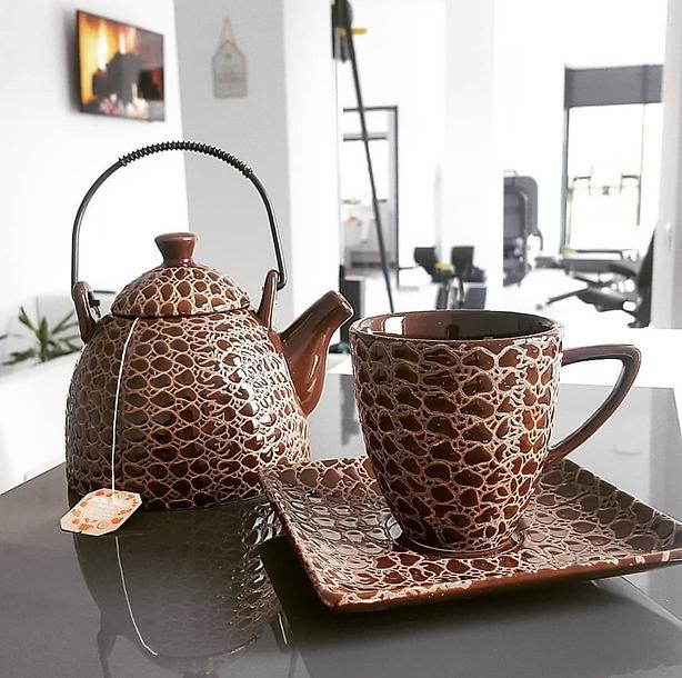ceai preparat cu apa alcalina la Wellness by Sam studio