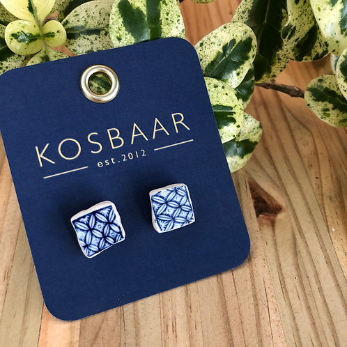 Upcycled ceramic stud earrings - Willow Pattern