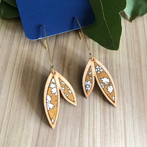 HOUDT Small Leaf Earrings - Mustard yellow with white flowers