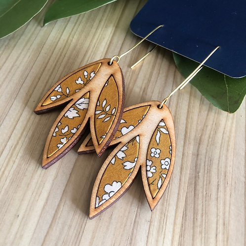 HOUDT Large Leaf Earrings - Mustard yellow with white flowers