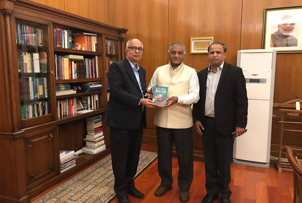 Hon`ble Minister of State for External Affairs General Vijay Kumar Singh, PVSM, AVSM, YSM, ADC (Retd) meets with our advisor distinguished Prof. Arun Tiwari and our MD Mr. M Ramkrishna regarding MEGHDOOT