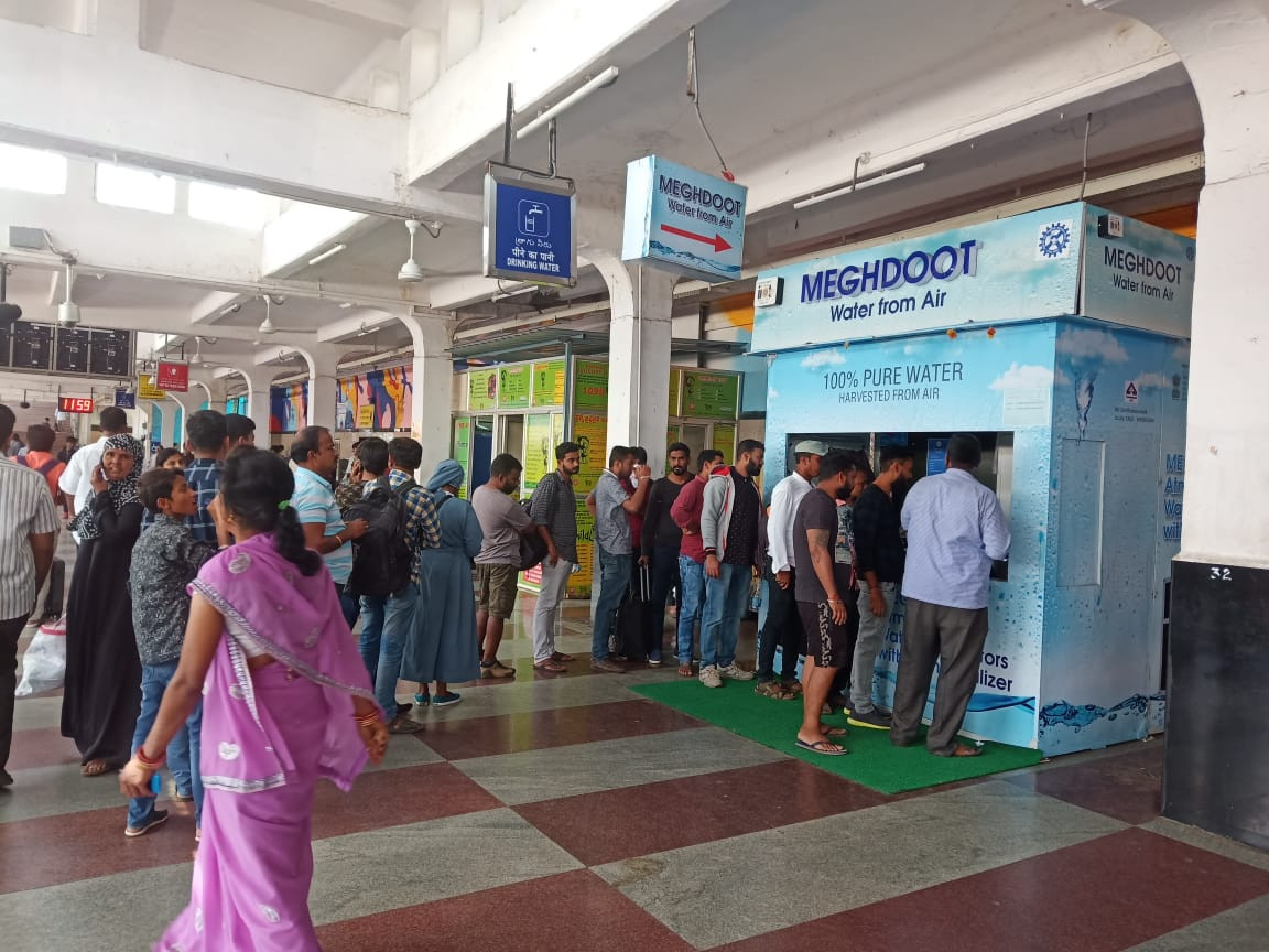 First day at the MEGHDOOT Water from Air Kiosk at Secunderabad Railway Station.