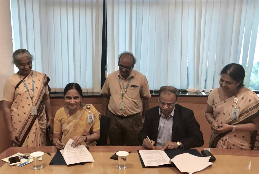 Director (Marketing)-BEL Mrs. Anandi Ramalingam with our Managing Director Mr. M Ramkrishna signing the MOU between MAPL and BEL for joint production of MEGHDOOT