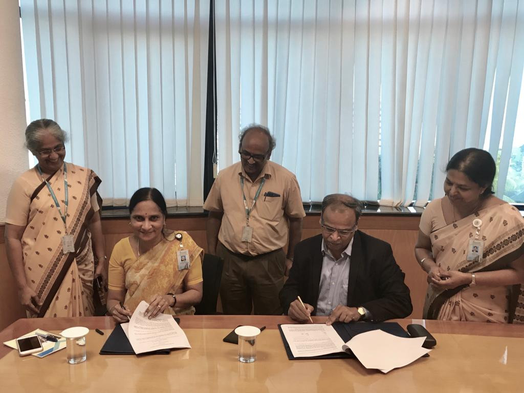Director (Marketing)-BEL Mrs. Anandi Ramalingam with our Managing Director Mr. M Ramkrishna signing the MOU between Maithri Aquatech Private Limited and Bharat Electronics Limited (BEL) for joint production of MEGHDOOT AWG for Indian Defence Forces.
