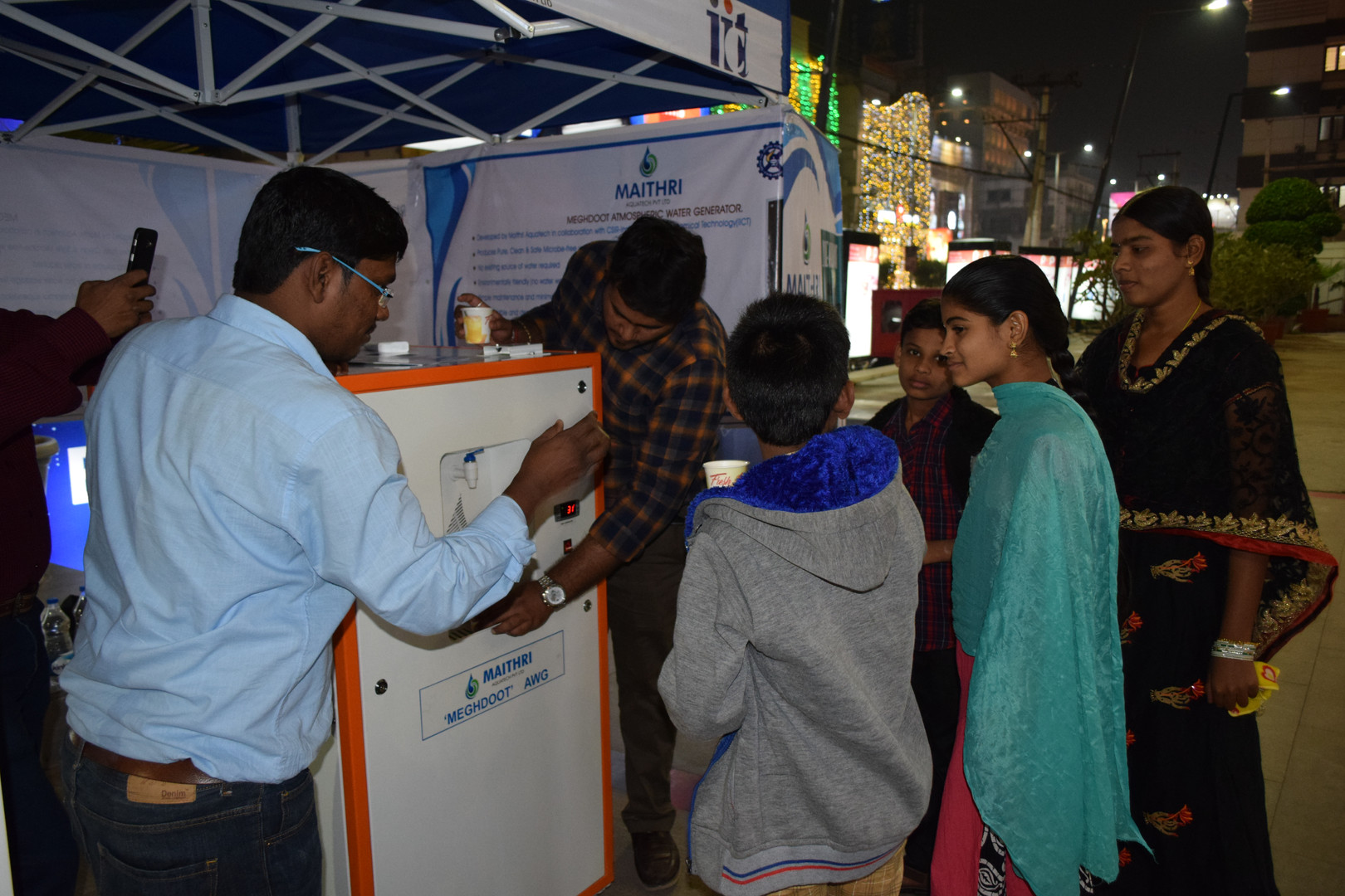People lining up to drink water from MEGHDOOT-100 at PVP Square Mall, Vijayawada, Andhra Pradesh.