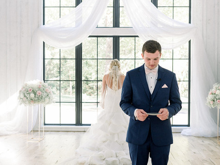 The Pros and Cons of a First-Look from a Wedding Planner's Perspective