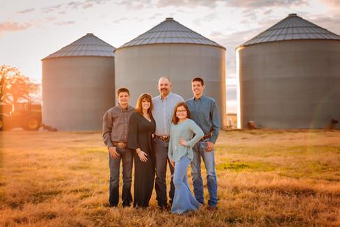Farmsession-Silos-Familyportraits-twentytoesphotography.jpg