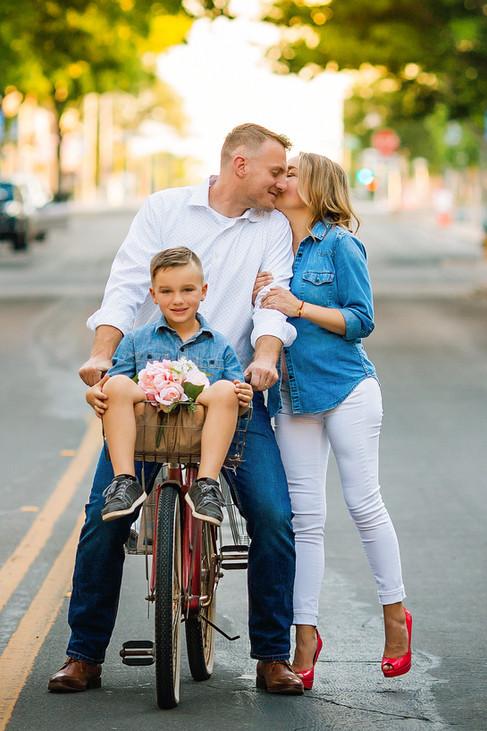 Twentytoesphotography-family-downtownsession.jpg
