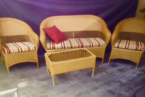 Sofa Miami 2 Lugares com 2 Poltronas e Mesa
