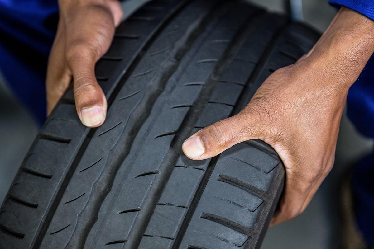 tire_hands_onaae3.jpg