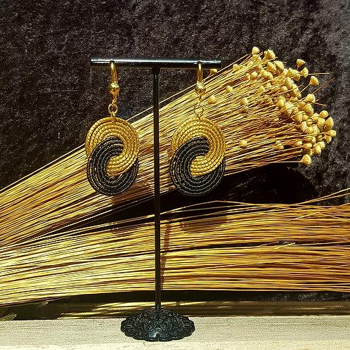 Boucles anneaux entrelacés noirs et or