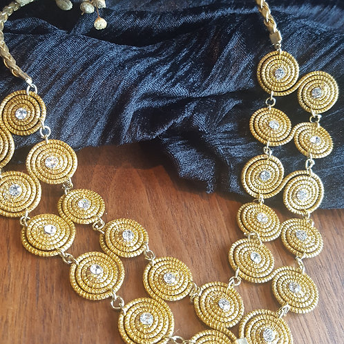 Collier forme spirale avec strass