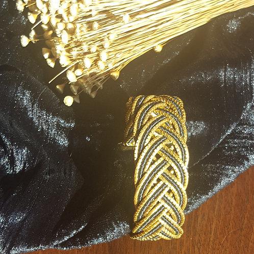 Bracelet or végétal et macramé noir