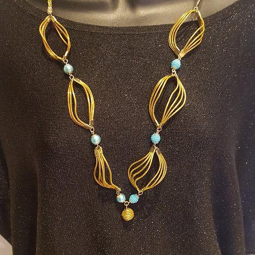 Collier sautoir tourbillons et perles bleu clair