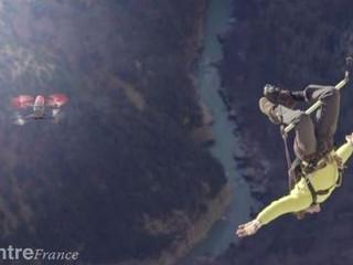 Quand des adeptes de sports extrêmes s'amusent avec des drones