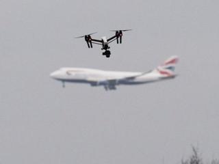 Salon du Bourget : quelles pistes pour protéger les aéroports contre les drones ?