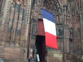 Le drapeau sera hissé sur la plateforme de la cathédrale par un drone