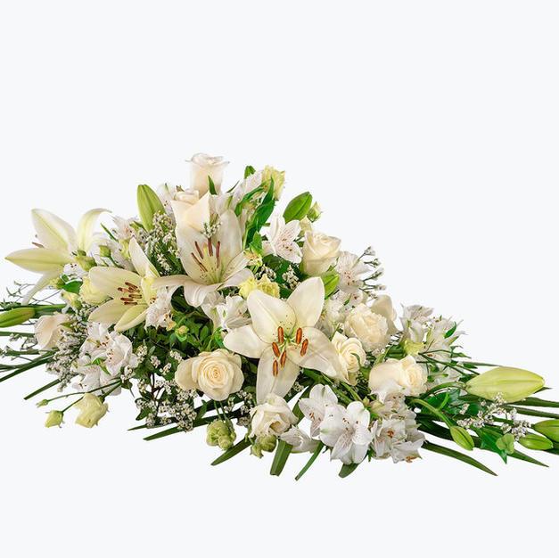 Kistedekorasjon liljer roser_hvit pastel