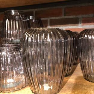 Vase med sotet glass