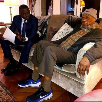 Maître Abdoulaye Wade est-il sponsorisé par la marque Nike ?