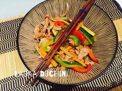 straccetti di vitello all'asiatica con verdure e teriyaki