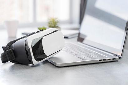 laptop-e-fone-de-ouvido-de-realidade-vir