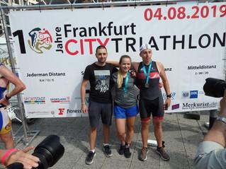 Staffel des Schwimm Club Neu-Isenburg gewinnt Frankfurt City Triathlon 2019