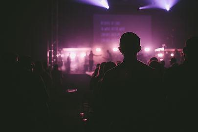 Public Assis Au cours d'un concert