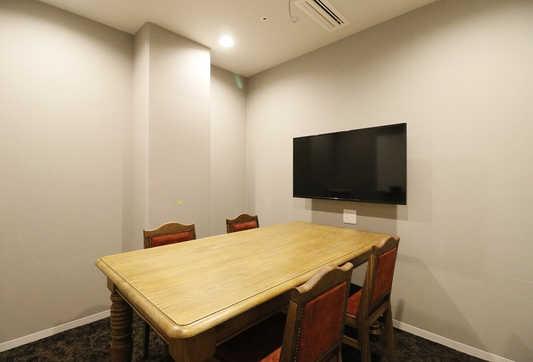 会議室(4名用).JPG