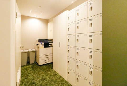 Locker_S.jpg