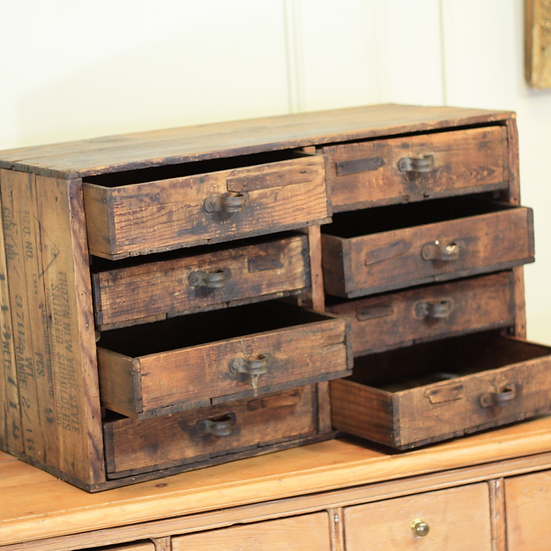 Naive table top drawers