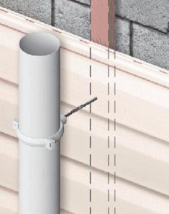 Особенности монтажа водостока в домах, отделанных сайдингом.