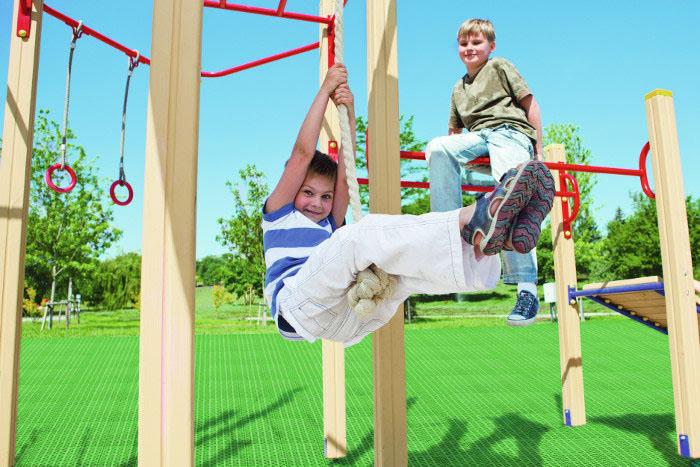 Оформление детской площадки газонной универсальной решеткой