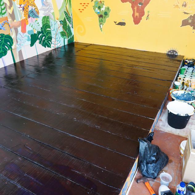 Proses pembersihan lokasi setelah mural selesai
