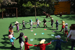 Τα παιδιά του κόσμου χορεύουν