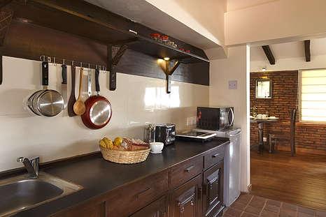 apartment room kitchen 3-min.jpg