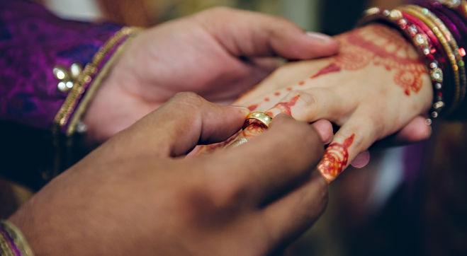 indian-wedding-engagement-HYKGTHD.jpg