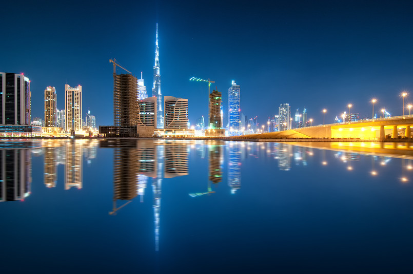 fascinating-reflection-of-tallest-skyscrapers-in-b-2CAQRSN.jpg