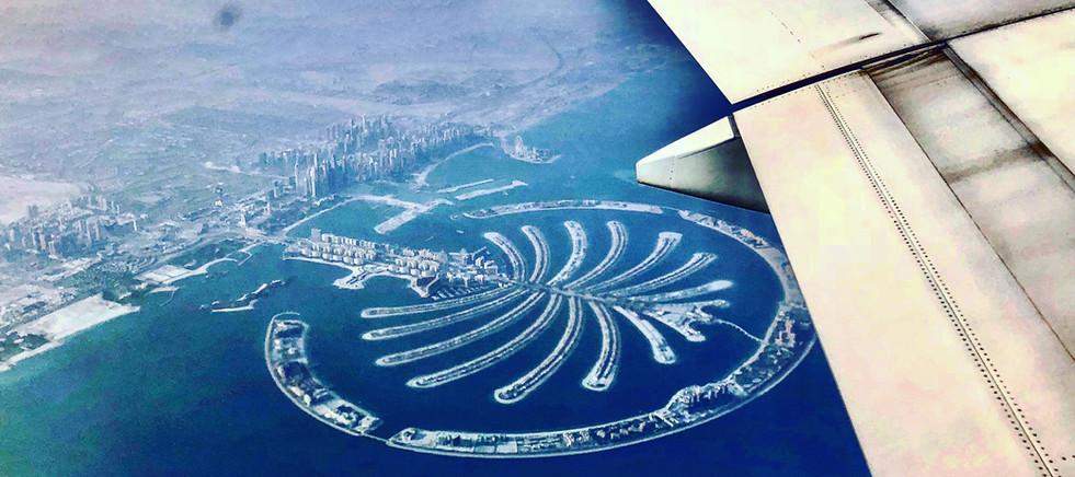yawning-over-the-palm-morningtravels-home-dubai-palmjumeirah-emirates_t20_98r87N.jpg