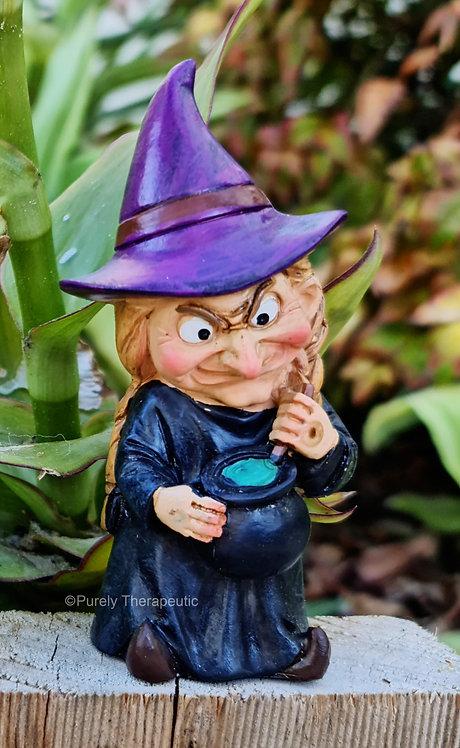 Witch_with_Cauldron_Figurine