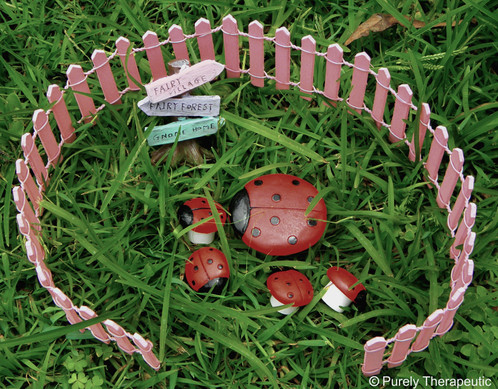 Fairy Garden Set (Picket Fence, Tree Sign U0026 Ladybird Table U0026 Chairs)~Pink