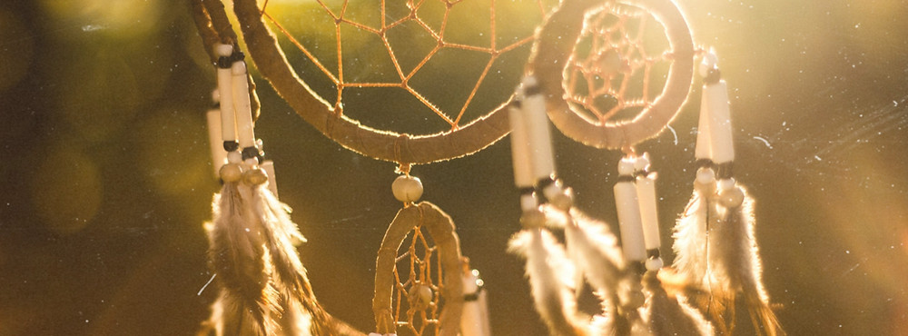 Hang your dream catcher in the sun or breeze to cleanse stale, stagnant energy and recharge.