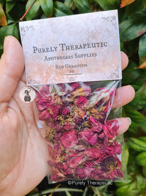 Red_Geranium_petals_flowers_apothercary_herbs