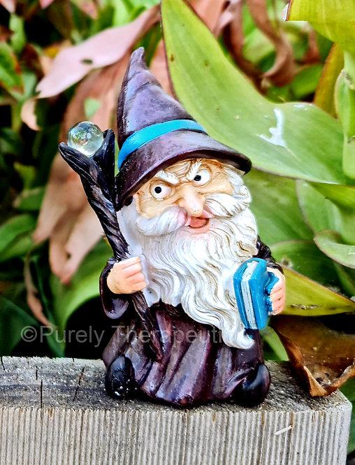 Wizard_with_Wand_Figurine