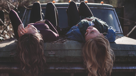10 ways to maintain your long-distance friendships, and why it's important