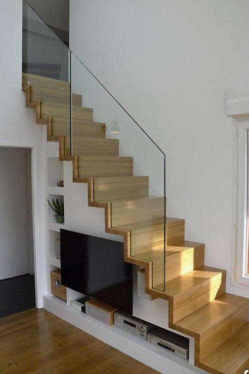 Escalier monobloc marche et contre marche garde-corps en verre