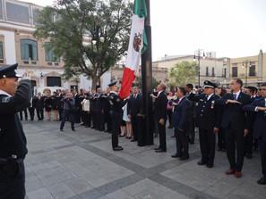 Raúl Morón encabeza izamiento de Bandera Nacional en plaza Melchor Ocampo  por el LXXXI Aniversario