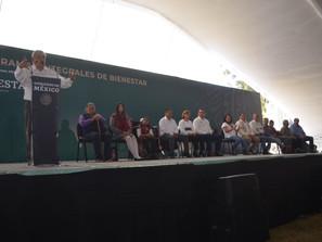 Presidente cumple compromisos con entrega de 'Programas Integrales de Bienestar' en Uruapan