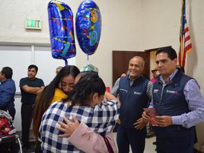Comparte Gobernador felicidad con Palomas Mensajeras en Los Ángeles