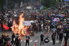 Thai anti-government protesters clash with police